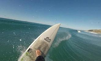 Een on-board camera video tijdens een surf sessie in Nieuw-Zeeland.