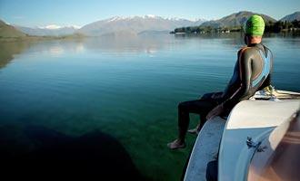 Het water van het meer is een beetje cool, en een combinatie zal geweldig zijn.