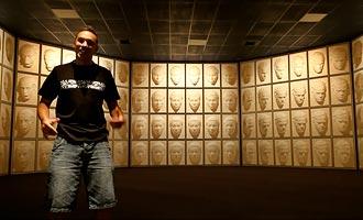 Puzzling World is bekend om zijn optische illusies.