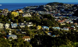 Er zijn veel kleine Victoriaanse huizen in de stad.