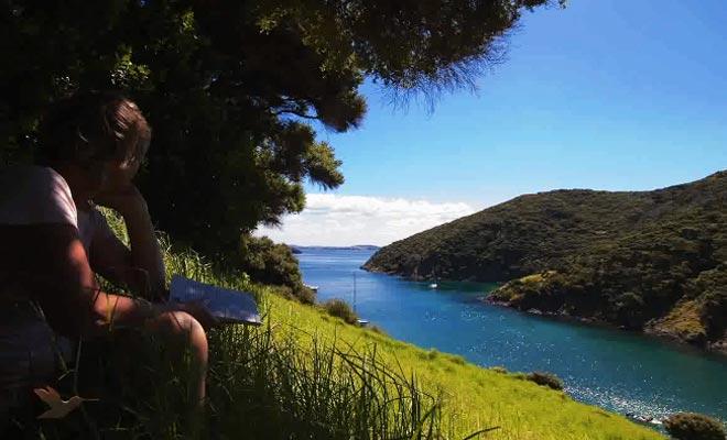 Vous pouvez louer un voilier pour sillonner la baie d'île en île.