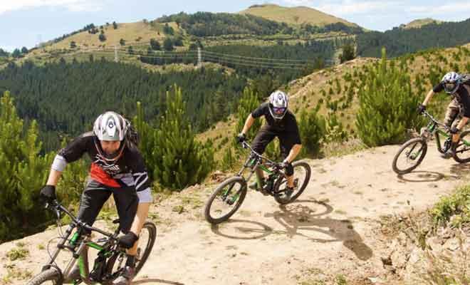 Sentier pour les vélos dans l'Adventure Park