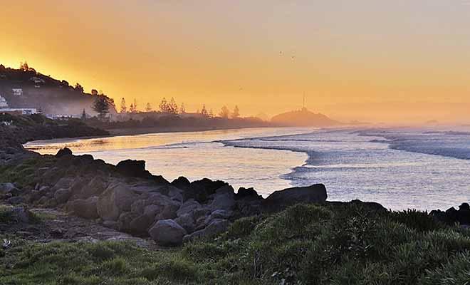 La plage de Sumner au crépuscule