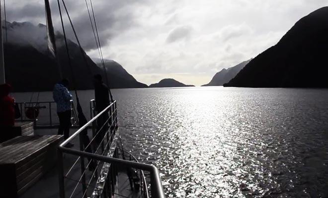 La visite du fjord coute moins cher en hiver, et vous pourrez admirer le paysage enneigé.