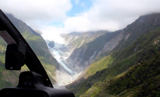 Des compagnies proposent de survoler le Fox Glacier en hélicoptère.