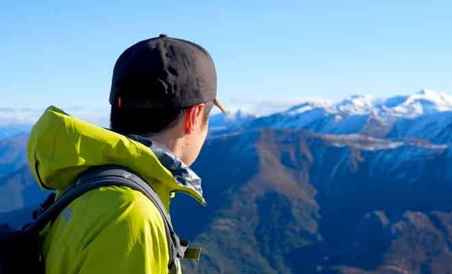 Suivez la piste jusqu'au sommet de Mt Isobel.