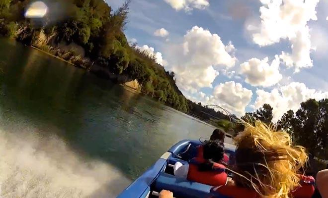 Pour s'approcher des Huka Falls, vous pouvez participer à une sortie à bord du Huka Falls Jet.