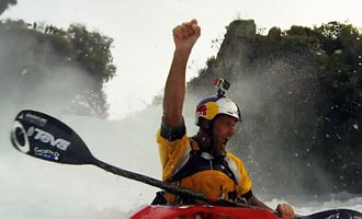 To survive the Huka Falls by kayak, you have to be particularly trained.