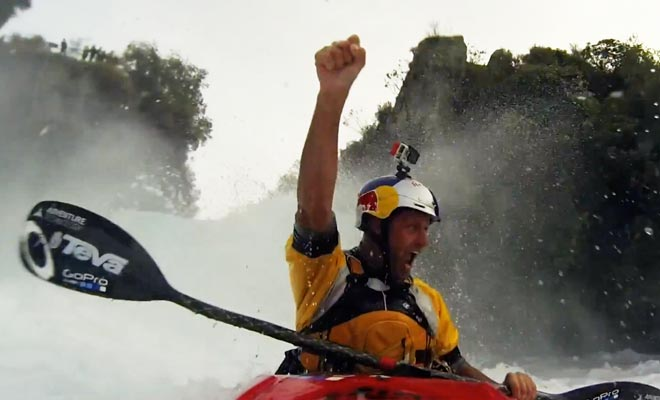 Pour réussir à descendre les Huka Falls en kayak, il faut être particulièrement entraîné.