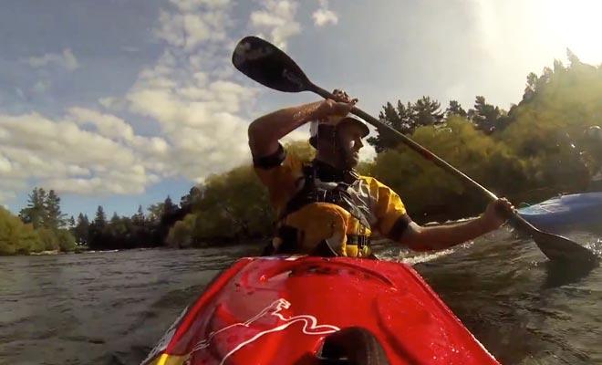 Seuls les sportifs de haut niveau peuvent franchir les Huka Falls en kayak.