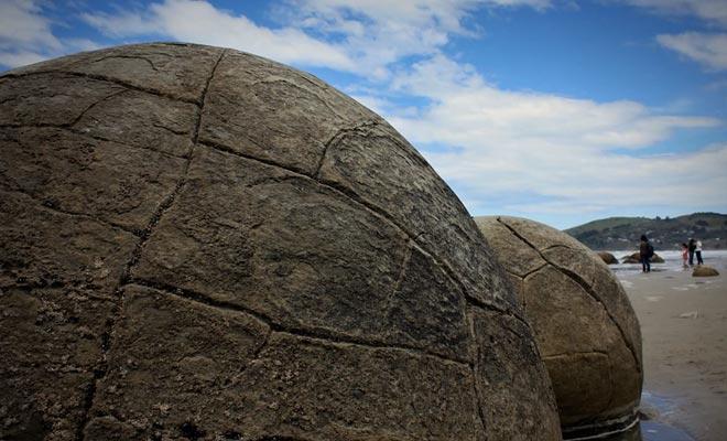 Cet audio-guide explique la formation des boulders selon une approche scientifique.
