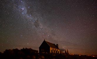 L'absence de pollution atmosphérique et lumineuse permet d'observer facilement les constellations.