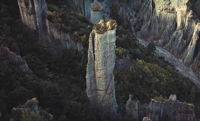 Survol des Putangirua Pinnacles