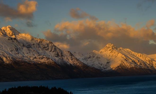 Les montagnes issues de l'ère glaciaire entourent le lac Wakatipu.
