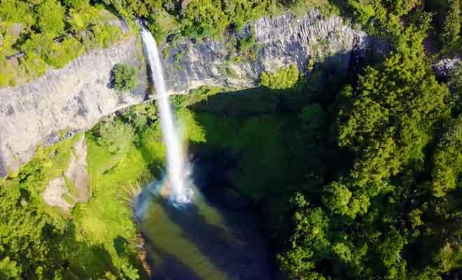 Survol des Bridal Veil Falls