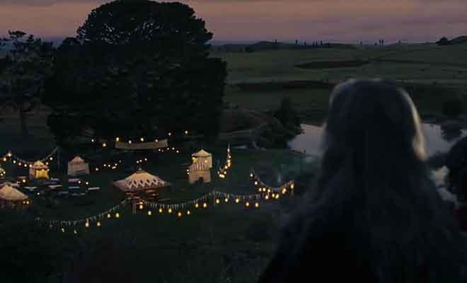 Bilbo et Gandalf fument