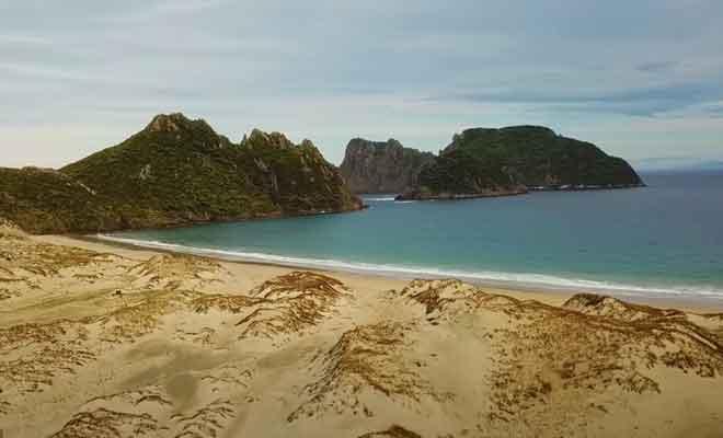 L'île filmée du ciel avec un drone