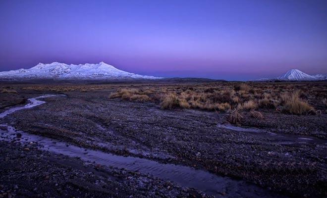 Le parc du Tongariro possède un sol aride lié à l'activité volcanique.