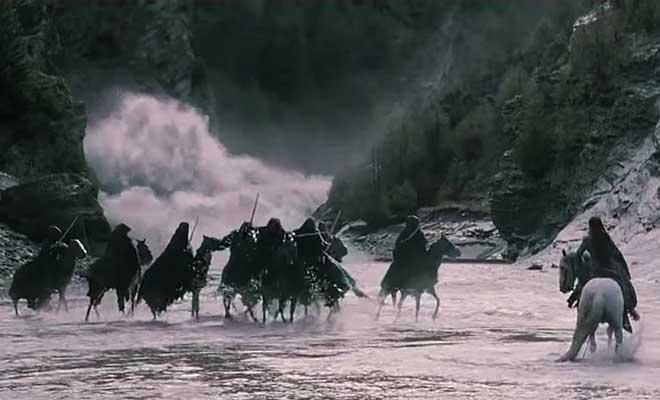 Arwen invoque la rivière pour protéger Frodon.