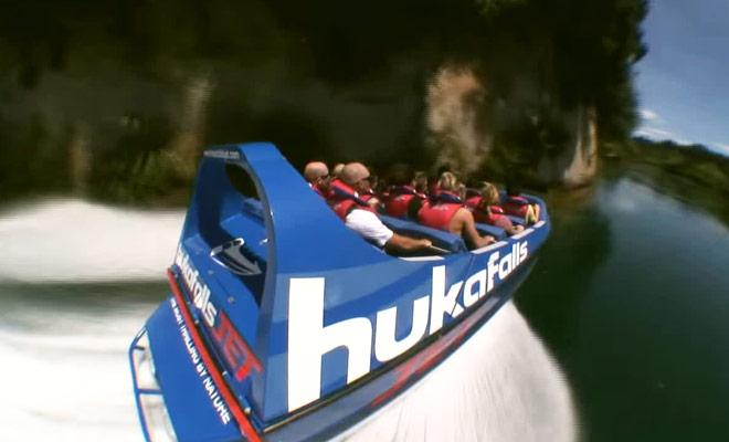 Ce documentaire présente une sortie en jet boat jusqu'au célèbres Huka Falls.