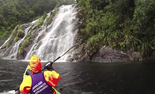 Venez pratiquer le kayak au Doubtful Sound.