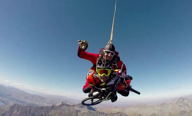 Si vous ne savez toujours pas où sauter en parachute en Nouvelle-Zélande cette vidéo spectaculaire devrait vous convaincre de le faire au dessus de Paradise Valley.
