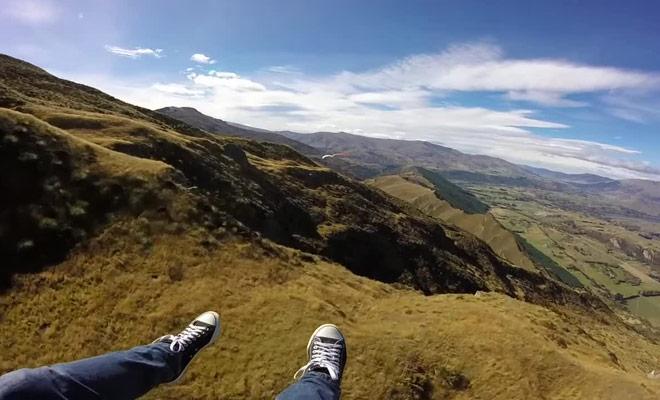 Une vidéo saisissante qui vous met dans la peau d'un vacancier qui réalise son baptême de parapente.