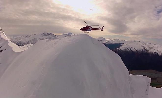 Le must du must consiste à se faire déposer au sommet d'une montagne pour la descendre en ski hors-piste.