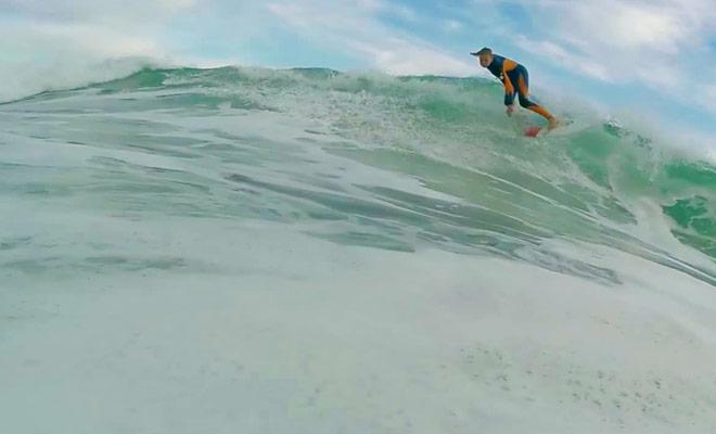 Revivez une séance de surf comme si vous y étiez grâce à une caméra GoPro.